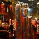Umat Tridharma ketika beribadat di Kelenteng Kim Hin Kiong di Jalan Setiabudi, Gresik pada Kamis malam, 11 Februari 2021 (foto : chusnul cahyadi/1minute.id)