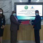 Ketua PN/PHI Gresik Wiwin Arodawati dan Direktur YLBH Fajar Trilaksana di PN Gresik pada Kamis, 18 Februari 2021