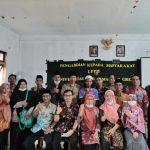 PENGABDIAN MASYARAKAT : Dosen FKIP UMG bersama guru MTs dan MA saat melakukan pengabdian masyarakat di Pulau Bawean ( foto: istimewa )